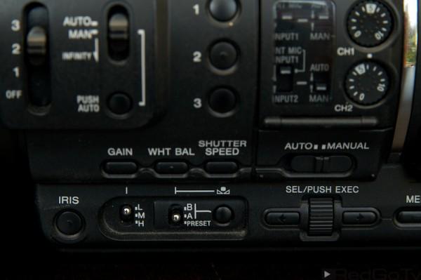 Bei einem professionellen Gerät können Sie meist zwei Weißabgleich-Varianten speichern und zwischen ihnen umschalten.