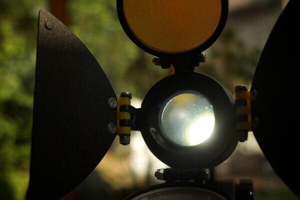 EIn Kopflicht ist ideal, um ein schönes, glitzerndes  Augenlicht zu erzeugen.
