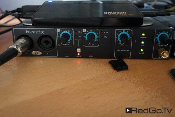 Das Audio-Interface Focusrite Saffire Pro 14 nimmt Ton auf und speist die Lautsprecher.