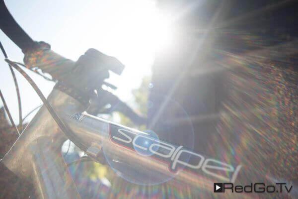 Aufnahme eines Fahrradrahmens im Gegenlicht mit Lensflare