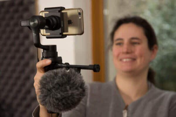 Smartphone auf Gimbal als Kamera