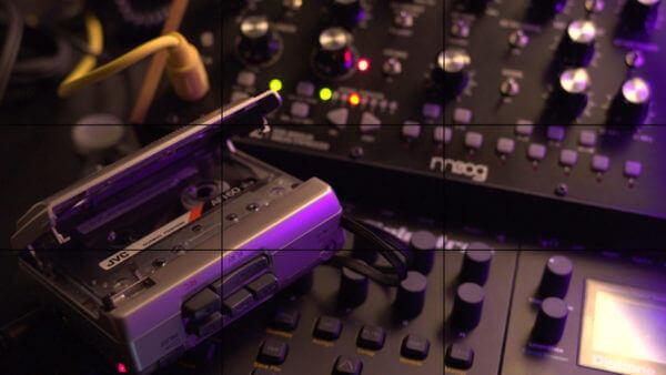 Diktaphon auf einem Synthesizer